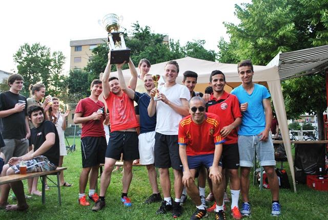 Sieger des Turniers ´14 Dynamo Multi Kulti feiern